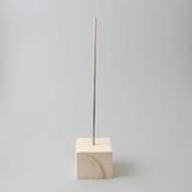 Metalen standaard met houten blok van 7x7cm art. 31410-002
